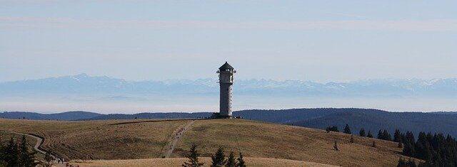 Feldberg Turm im Sommer.